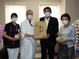 女性部手作りマスク160枚と6次化商品「麦茶」1,440本を江南厚生病院へ寄贈しました