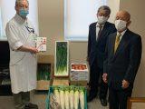 産直センター部会が江南厚生病院へ農産物とお茶を寄贈しました